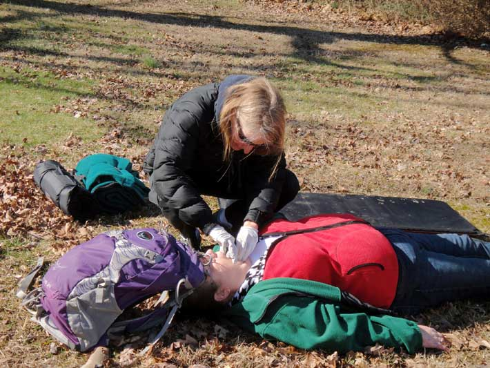 Clearing a blocked airway while maintaining improvised spinal immobilization